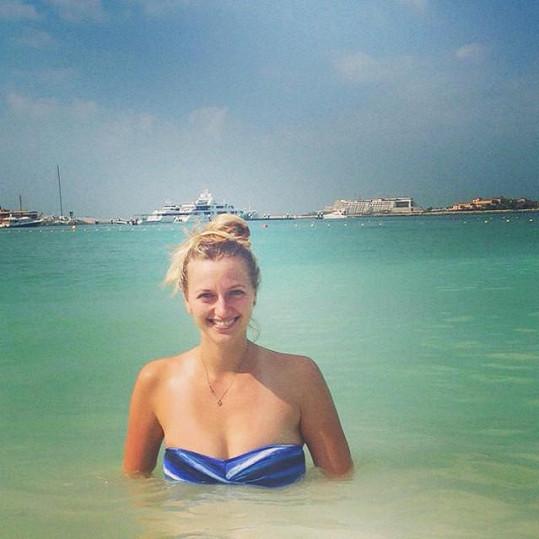 Petra Kvitová v moři v Dubaji...