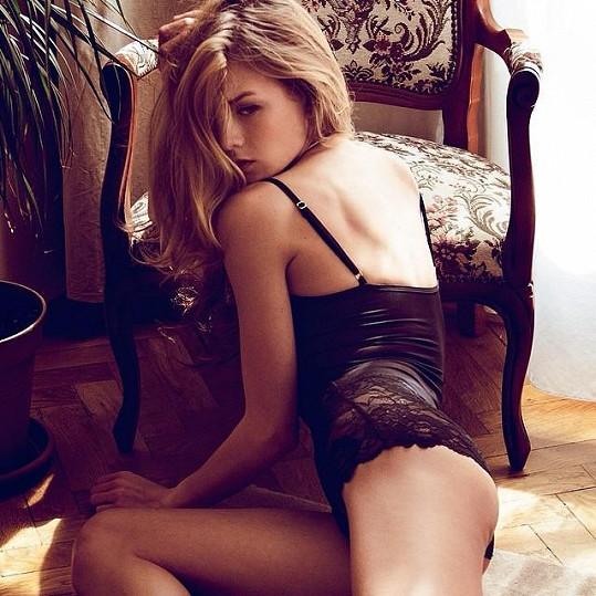 Ve spodním prádle pózovala americkému fotografovi žijícímu v Čechách Brianu Flemingovi.