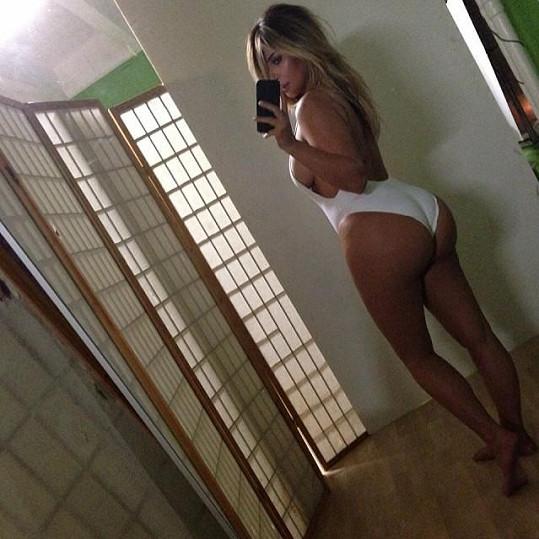 Proslulá selfie Kim Kardashian několik měsíců po porodu