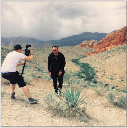 Ezy během natáčení záběrů do nového klipu