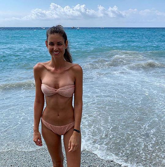 Lucie Smatanová vypadá v plavkách stále skvěle.
