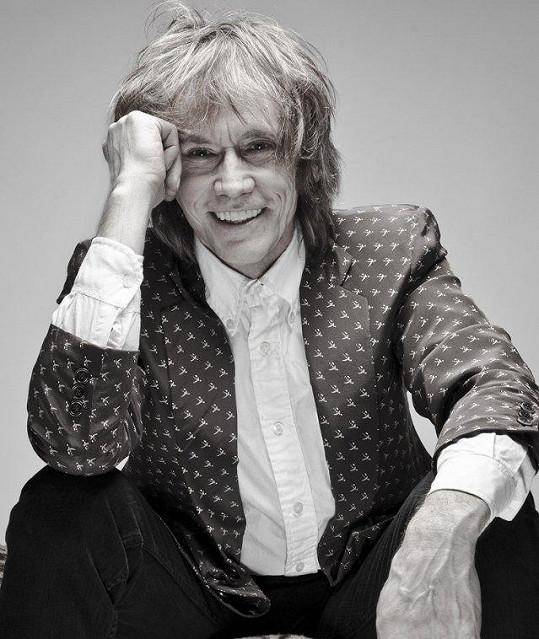 Pro Debbi napsala píseň i rock 'n' rollová legenda, Čechoameričan Ivan Král, který si s ní zazpíval na novém albu duet How Can I Resist You.