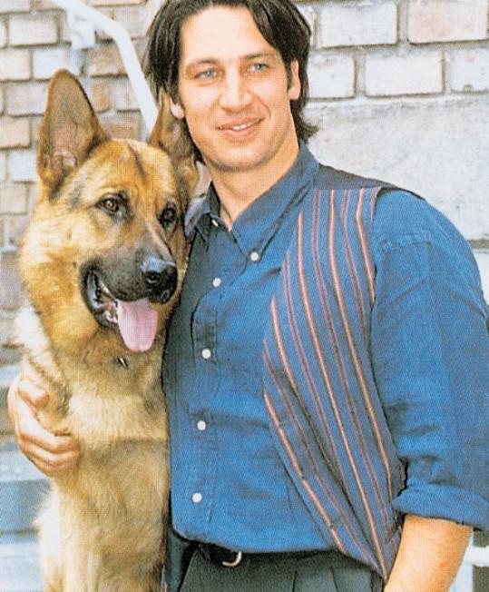 Tobias Moretti ve své nejslavnější roli Richarda Mosera v seriálu Komisař Rex. I u nás byl velmi populární.