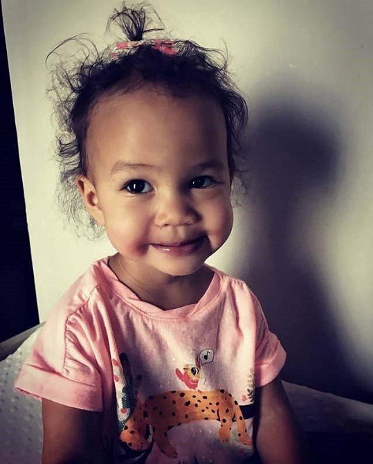 Novinu modelka oznámila se svou rozkošnou dcerkou Lunou na sociální síti.