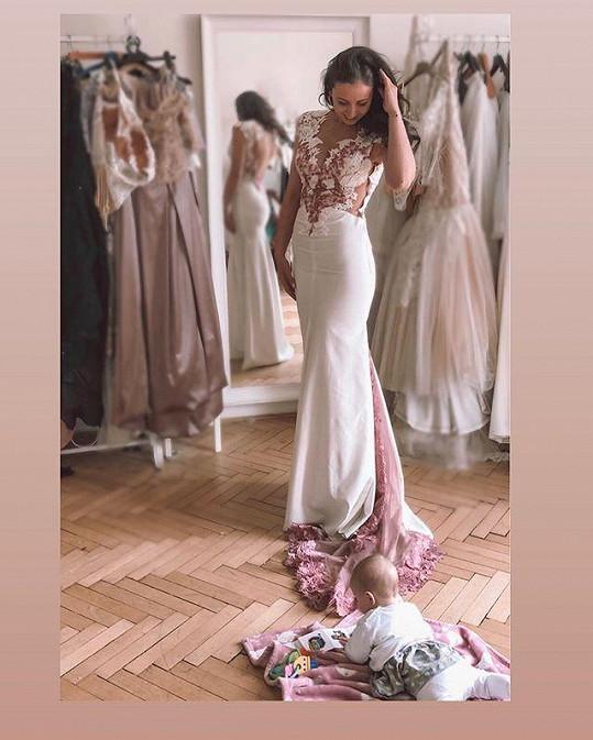 Tanečnice Eliška Grabcová se ukázala ve svatebních šatech.