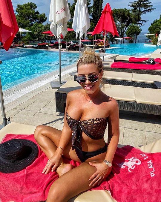 Na dovolené pořídila několik sexy fotek v plavkách.