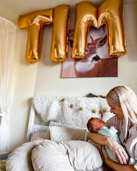 Novou roli maminky si naprosto užívá.