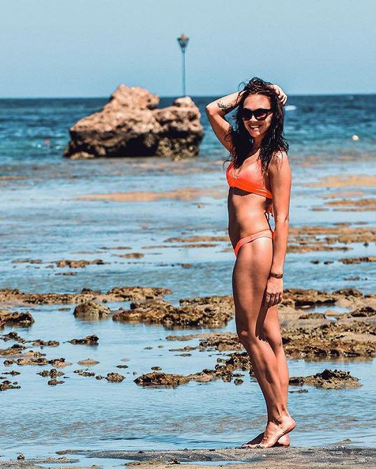 Na dovolenou u moře letos Kamila může zapomenout.