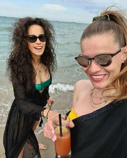 Michaela Gemrotová (vpravo) vyrazila s kamarádkou Katkou do Bulharska.
