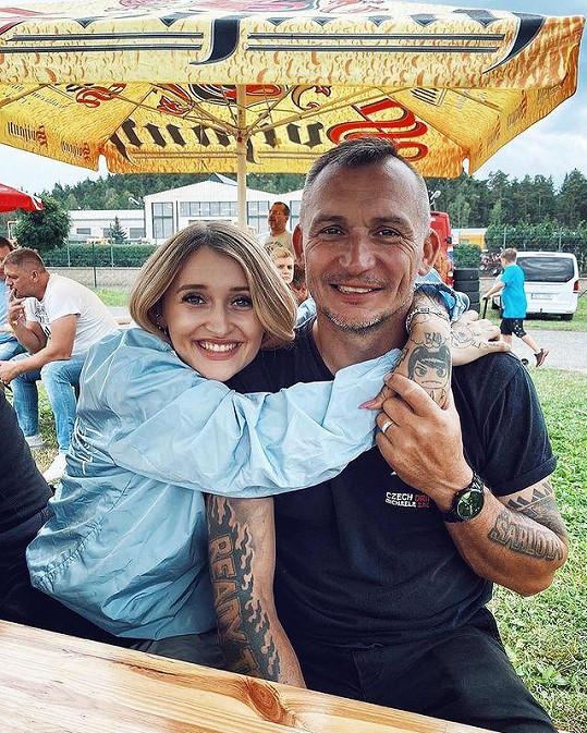 Sharlotin otec se v září dočká dalšího potomka.