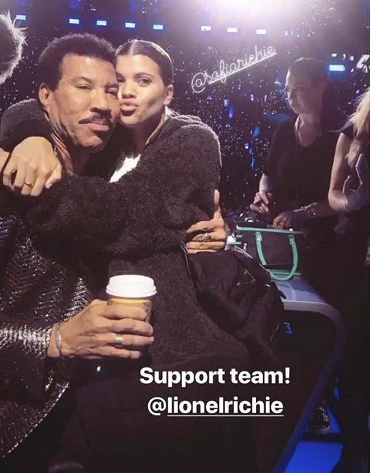 Sofia má s otcem Lionelem velmi blízký vztah. Není divu, že hudebník nechce vidět, že se jeho holčička trápí.