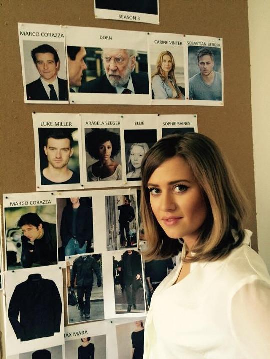 V seriálu se potkala s těmito herci.