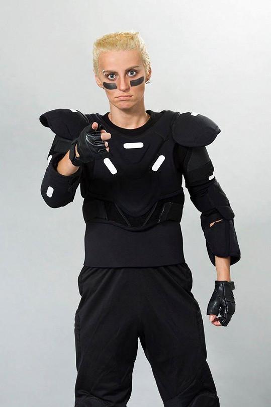 Markéta Procházková jako H. P. Baxxter z kapely Scooter