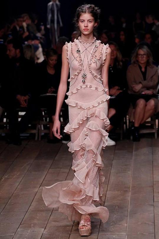 Podzimková šla i módní show značky Alexander McQueen.