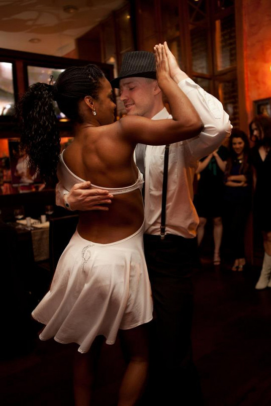 Ondřej se seznámil s Doris během předávání cen v televizi. Tanečnice s partnerem doprovázela jeho hudební vystoupení.