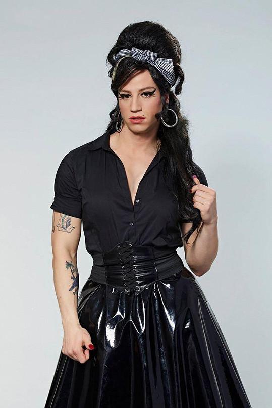 Milan Peroutka jako Amy Winehouse