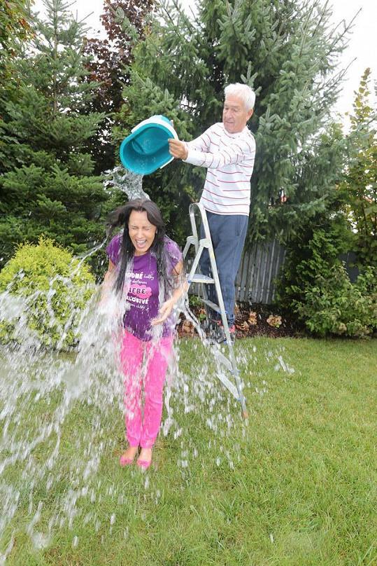 Heidi Janků splnila kyblíkovou výzvu.