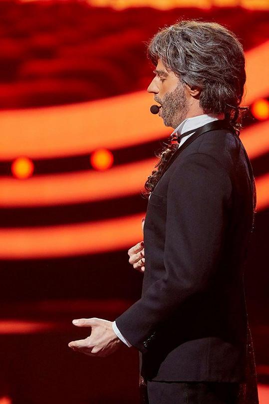 Pak se otočil na druhý bok a byl z něj Andrea Bocelli.