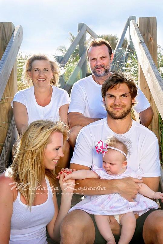 Idylický snímek Diany s dcerou, partnerem a jeho rodiči vznikl na soukromé pláži na Floridě.