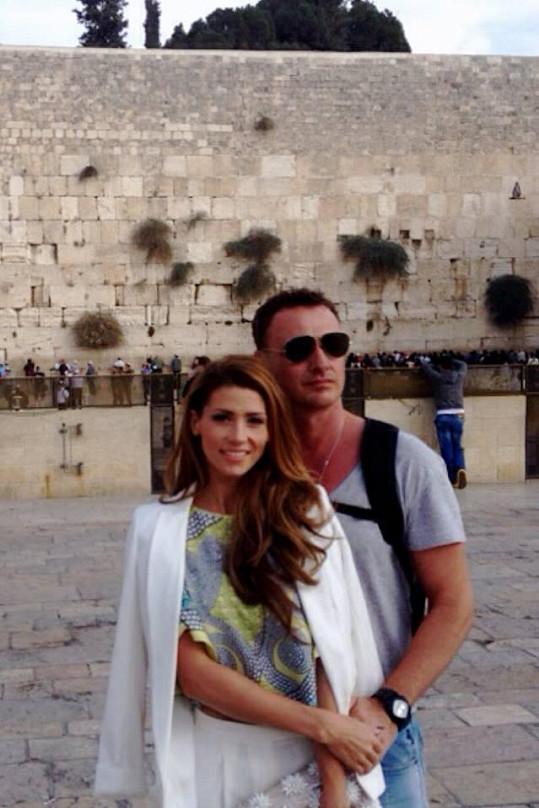 Tereza s manželem Reném na prohlídce Jeruzaléma