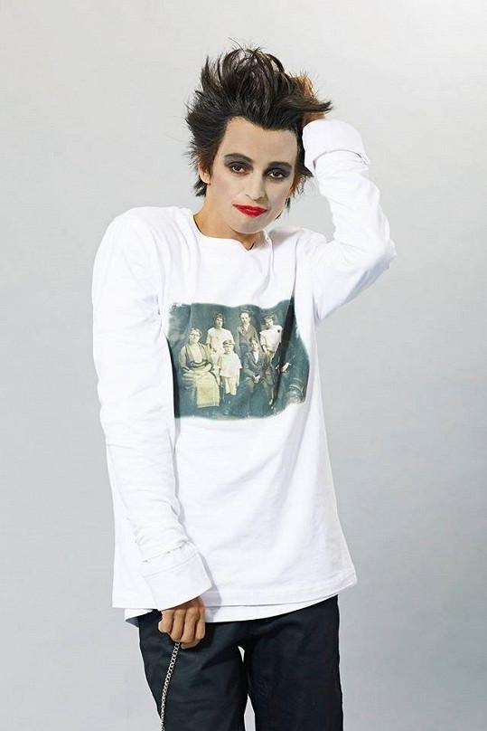 Ivana Jirešová jako Robert Smith z kapely The Cure