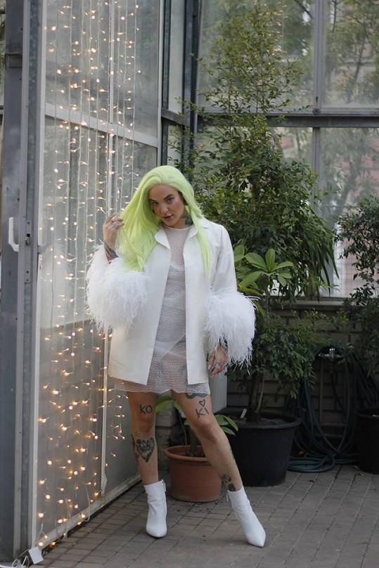 Kontroverzní beauty blogerka Kateřina Koki Mlejnková miluje paruky.