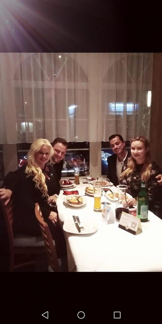 Večeře s přáteli