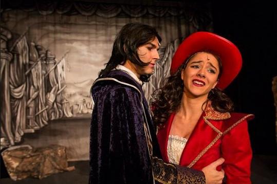 Eva Burešová v představení Cyrano, před kterým dostala výpověď.