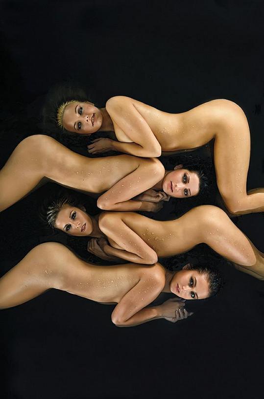Čtyři nejkrásnější hasičky se předvedly úplně nahé.