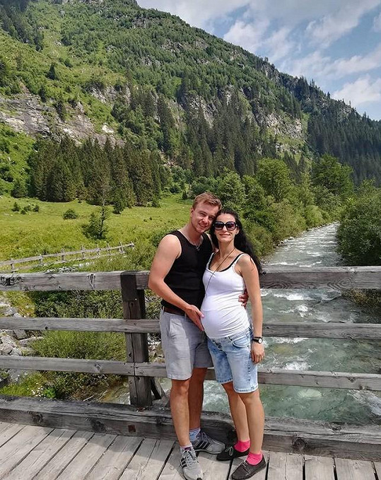 Ještě v červenci s manželem byla na túře v Alpách.
