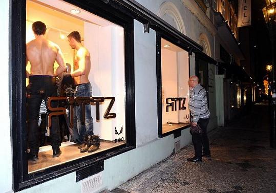 Vše mohli pozorovat kolemjdoucí v Rytířské ulici.