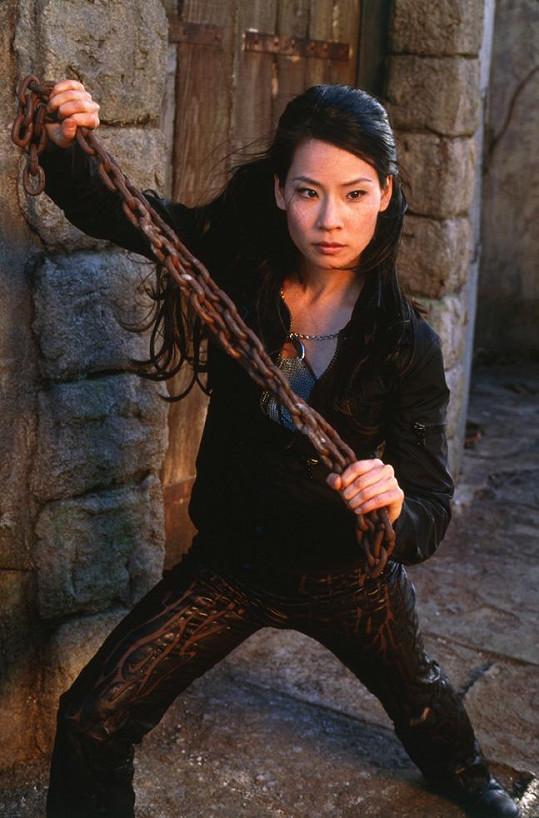 Lucy Liu v komedii Charlieho andílci (2000)