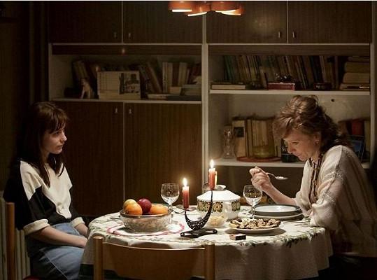 Judit Bárdos a Anna Geislerová ve snímku Fair Play (2014)