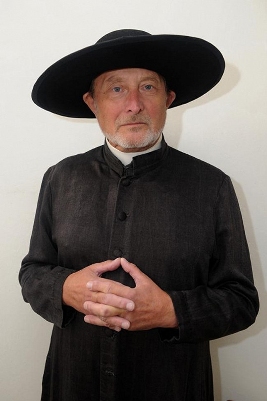 Ladislav Frej coby páter Brown.