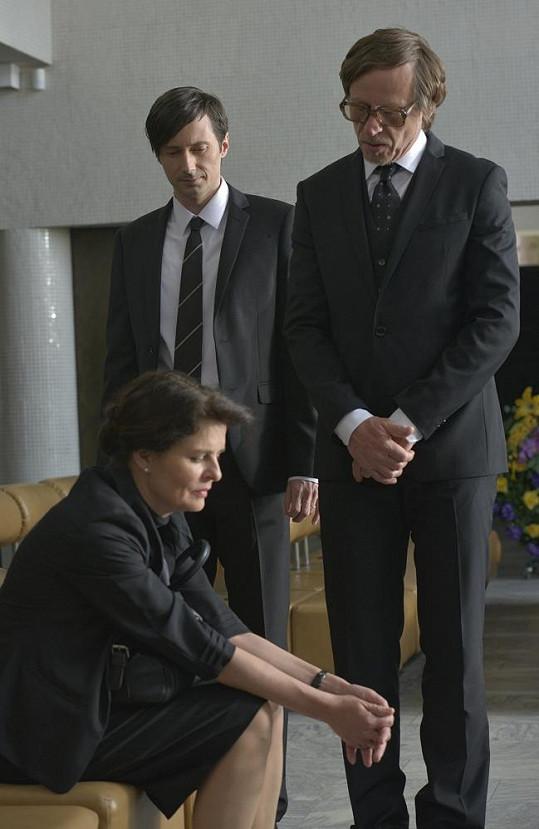 Roden a Krausová v krematoriu.