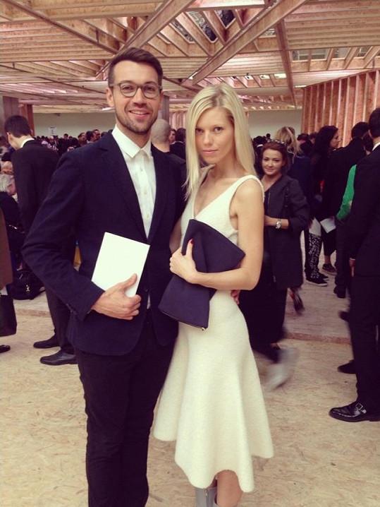 Takhle zářili Lukáš Hejlík a jeho přítelkyně na módní události v Paříži.