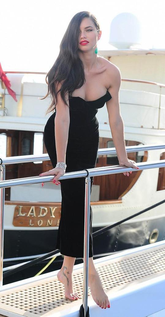 Adriana Lima si nenechala ujít festival v Cannes.