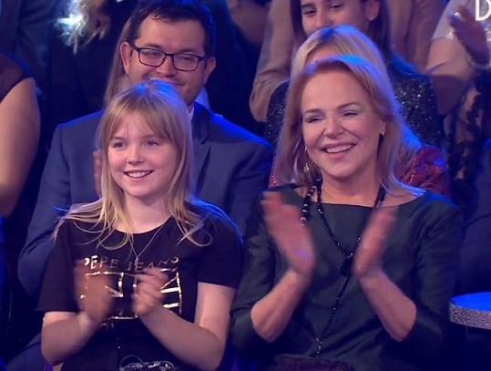 Dagmar Havlová tleskala tanečníkům společně s vnučkou.