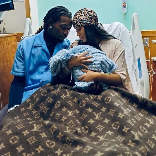 Cardi B a Offset ohlásili narození chlapečka. Je to jejich druhé dítě.