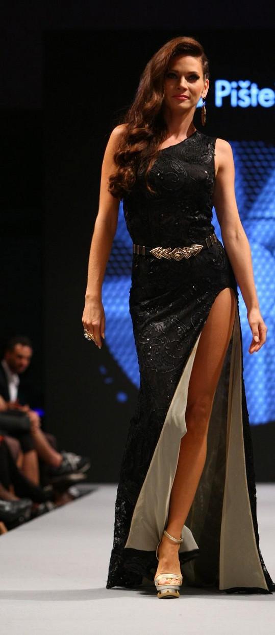 Andrea Verešová a její nekonečně dlouhé nohy.