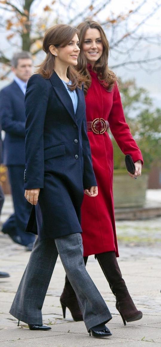 Vévodkyně Kate a princezna Mary si jsou velmi podobné.