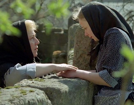 Dagmar Neblechová (vlevo) a Katja Riemann v seriálu Dobrodružství kriminalistiky. Pro Neblechovou to byla poslední televizní role.
