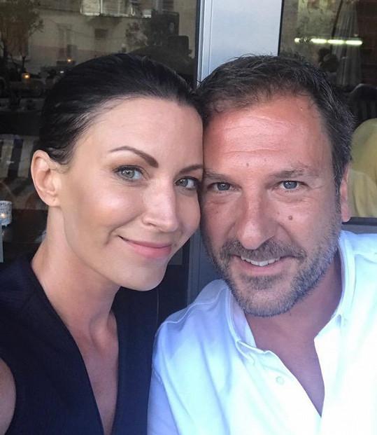 Tuhle fotku dala Gábina ke společnému prohlášení o rozchodu s manželem Danielem Farnbauerem na Instagram.