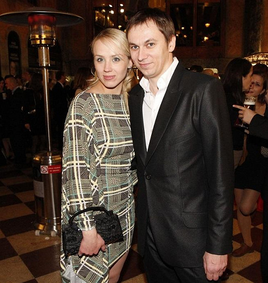 Petra žije s režisérem Jiřím Vejdělkem.