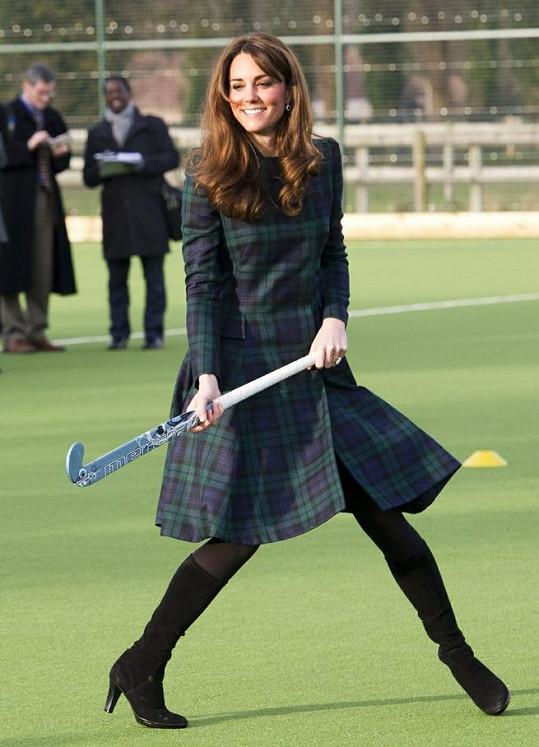 Kate si v Pangbourne zahrála pozemní hokej.