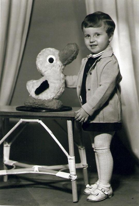 Tříletá Pojkarová ve fotostudiu v Bratislavě (1958).