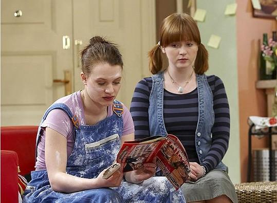 Kristýna Leichtová (vlevo) a Marie Doležalová v seriálu Comeback