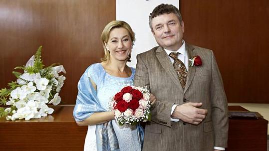 Eva (Vanda Hybnerová) a Miloš (Jiří Štrébl)