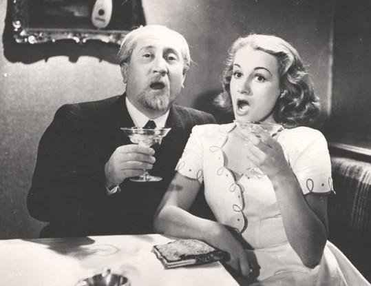 Jaroslav Marvan hrál od třicátých let rozličné role. Většinou ovšem starší pány. Tady je ve filmu Dva týdny štěstí (1940) s Adinou Mandlovou.