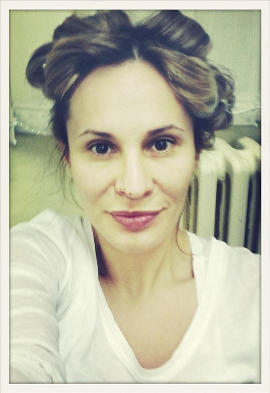 Monika Absolonová se nejprve nafotila bez make-upu.